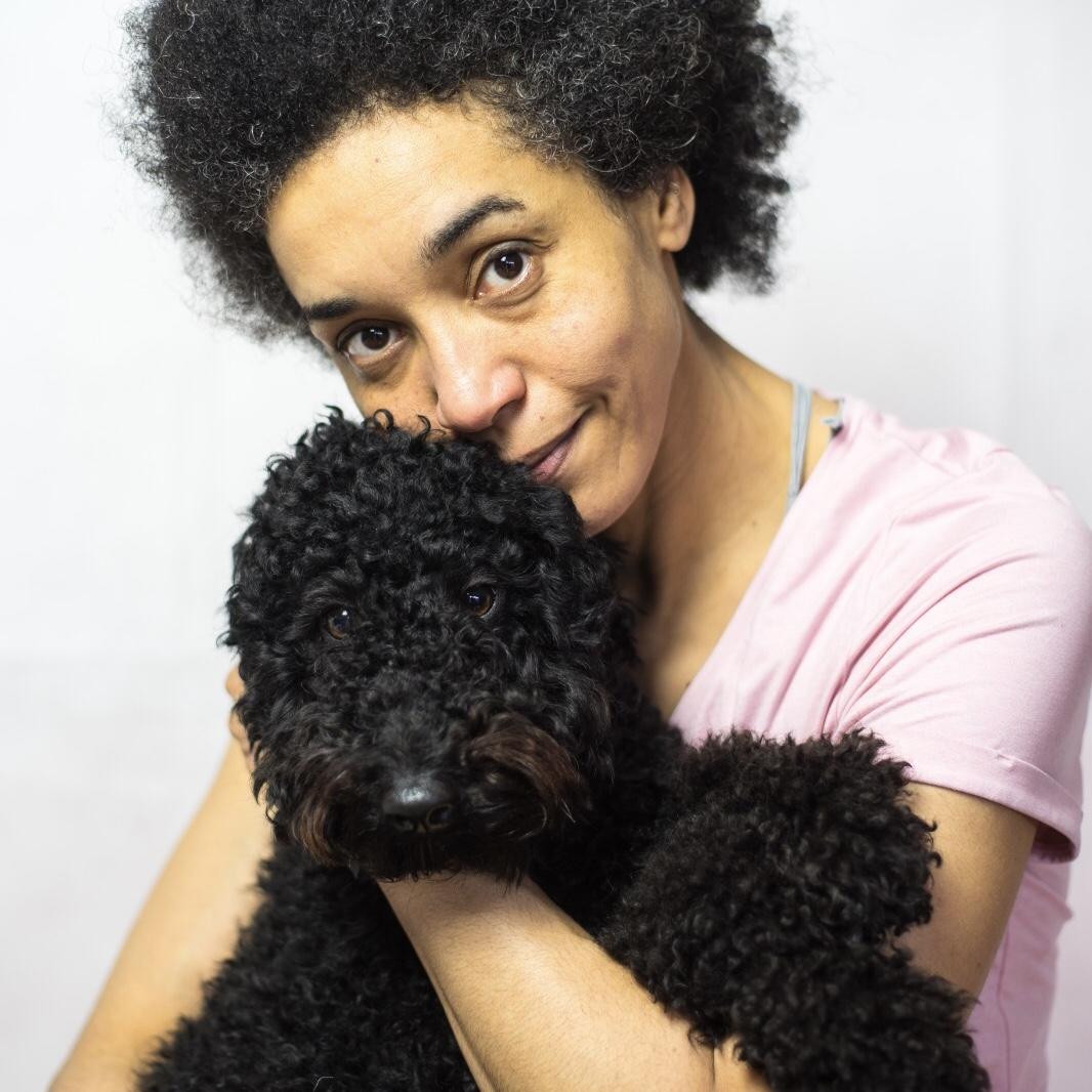 Anna die Autorin mit ihrem Hund